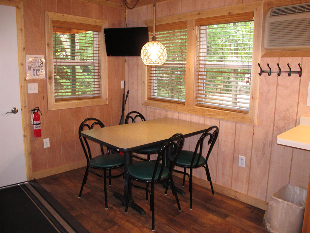 Deluxe Cabin R16 Dining Room